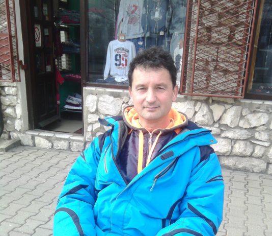 Филиповић испред своје радње