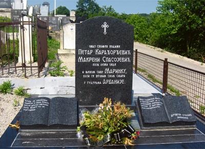 Споменик Макрени и Маринку