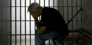 у затвору