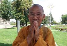 будистички монаси
