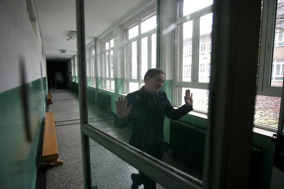 директор девете гимназије