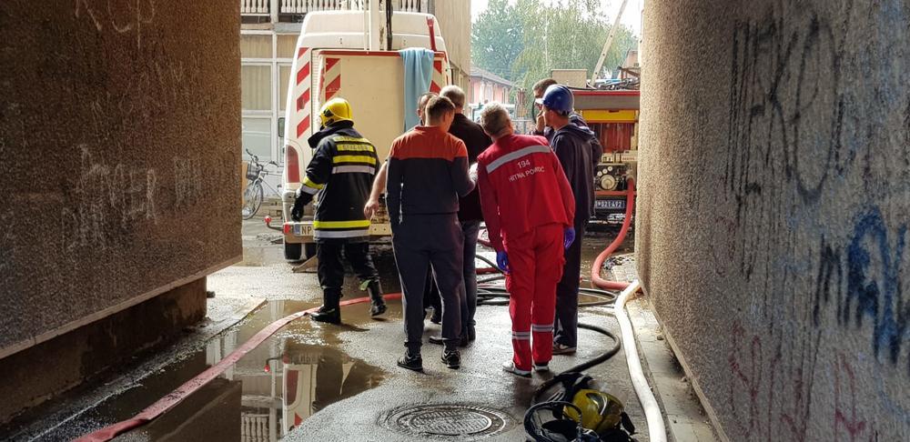 пожар у згради бор