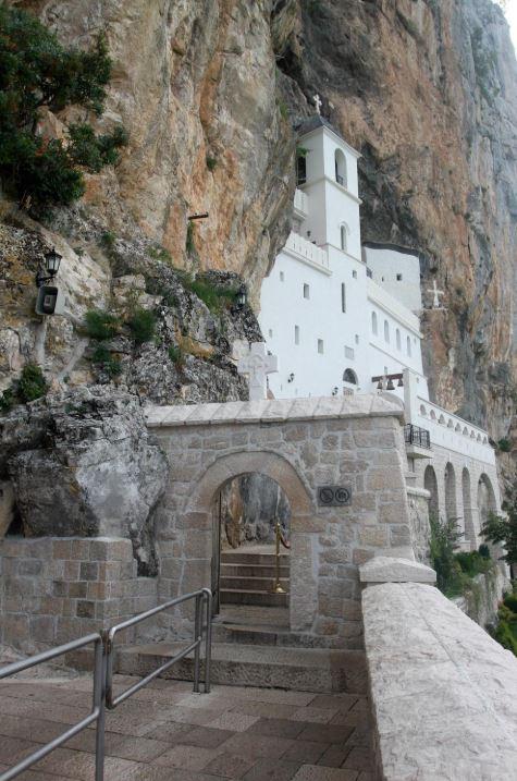 у манастиру острог