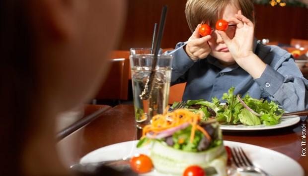 деца у ресторану